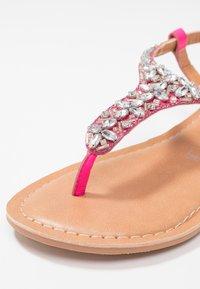 New Look Wide Fit - WIDE FIT FOPAZ - Sandály s odděleným palcem - bright pink - 2