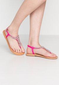 New Look Wide Fit - WIDE FIT FOPAZ - Sandály s odděleným palcem - bright pink - 0