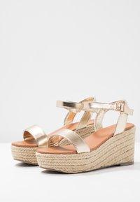 New Look Wide Fit - WIDE FIT PLATTER - Korkeakorkoiset sandaalit - gold - 4