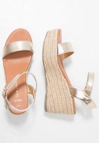 New Look Wide Fit - WIDE FIT PLATTER - Korkeakorkoiset sandaalit - gold - 3