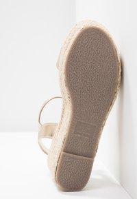 New Look Wide Fit - WIDE FIT PLATTER - Korkeakorkoiset sandaalit - gold - 6