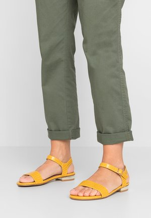 WIDE FIT JASMEEN - Sandály - bright yellow
