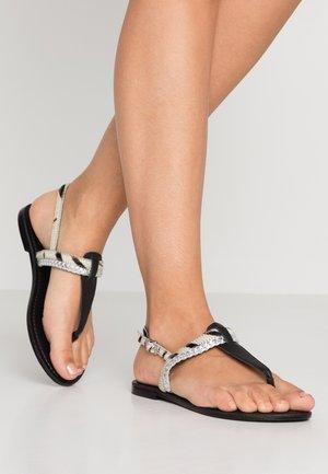 WIDE FIT FLAVOUR - Sandály s odděleným palcem - black