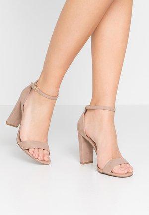 WIDE FIT TARONA - Sandaler med høye hæler - oatmeal