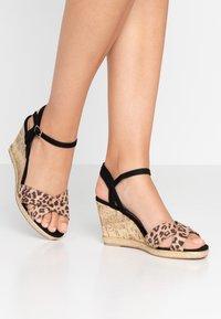 New Look Wide Fit - WIDE FIT PLOWER  - Sandály na vysokém podpatku - stone - 0