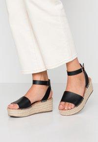 New Look Wide Fit - WIDE FIT POPPINS - Sandales à plateforme - black - 0