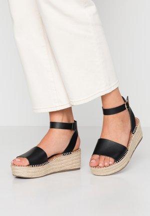 WIDE FIT POPPINS - Sandalen met plateauzool - black