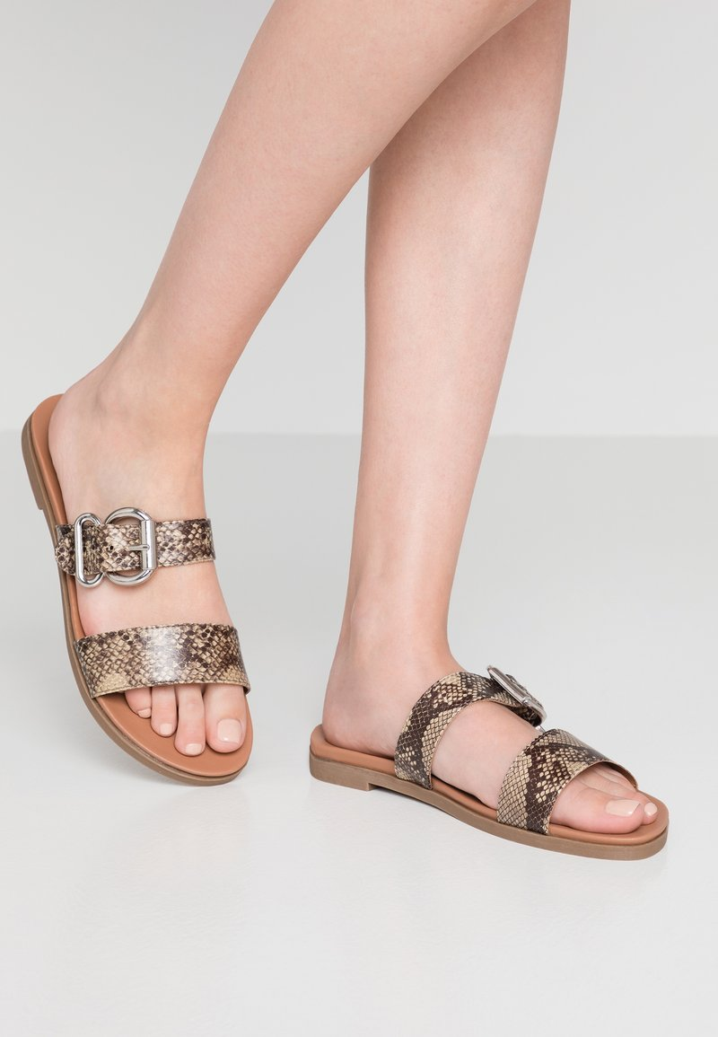New Look Wide Fit - WIDE FIT HARPER - Pantolette flach - stone