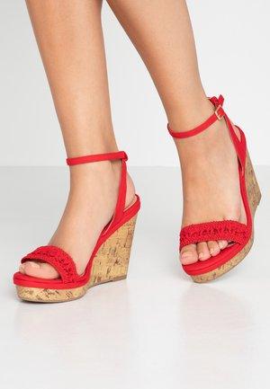 WIDE FIT PILAR - Sandály na vysokém podpatku - bright red