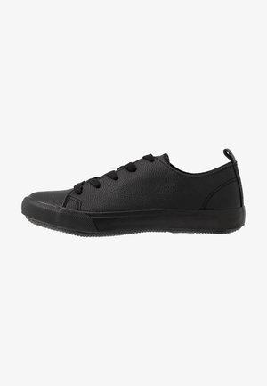 WIDE FIT MOGUEL - Sneakersy niskie - black