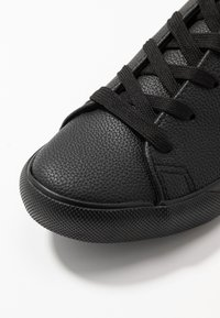 New Look Wide Fit - WIDE FIT MOGUEL - Sneakers laag - black - 2