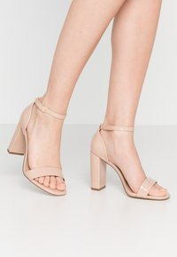 New Look Wide Fit - WIDE FIT VARONA - Sandaler med høye hæler - oatmeal - 0