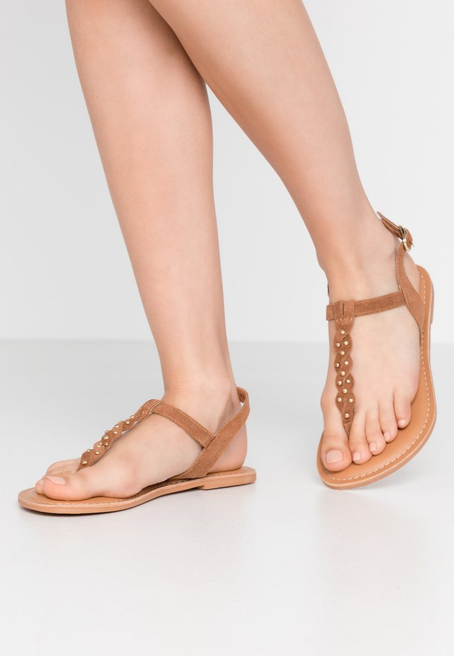 WIDE FIT GINA - Flip Flops - tan