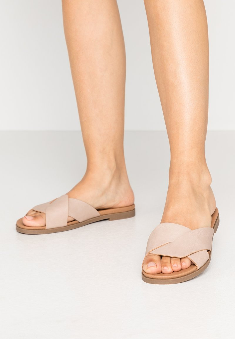 New Look Wide Fit - WIDE FIT HOLLIE COMFY FOOTBED MULE - Pantofle - oatmeal