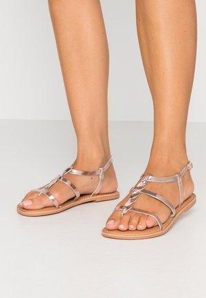 WIDE FIT GOA - Sandály s odděleným palcem - rose gold