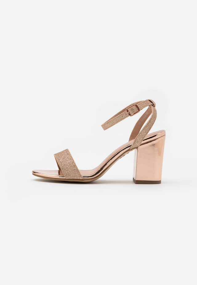 WIDE FIT ZAN SHIMMER MID BLOCK - Sandali con tacco - rose gold