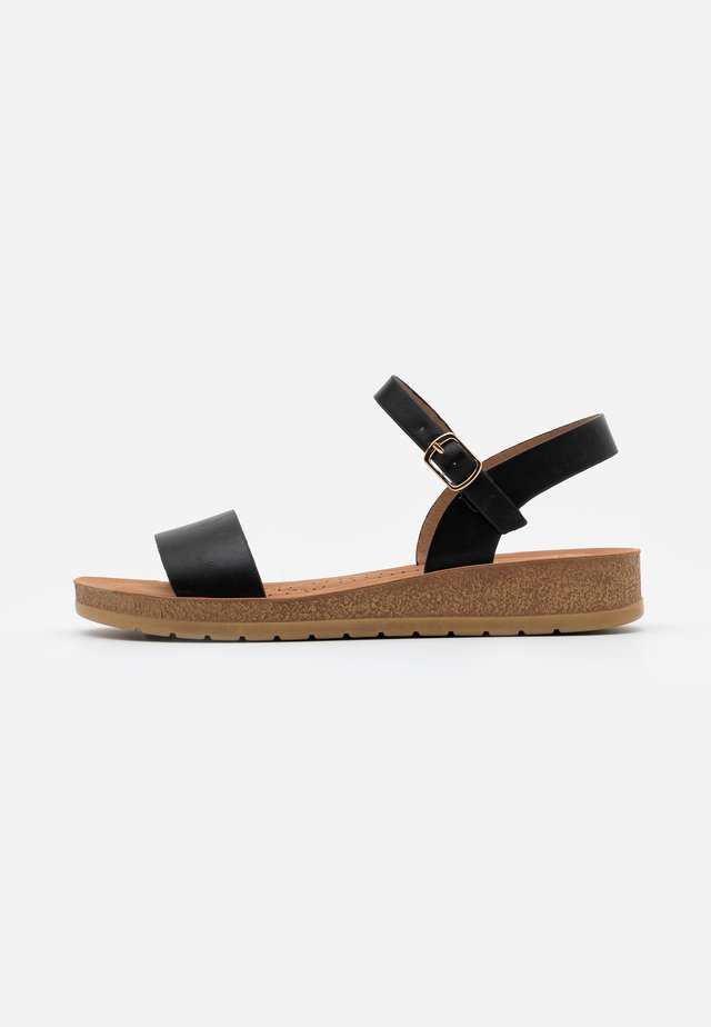 WIDE FIT FRANKIE - Wedge sandals - black