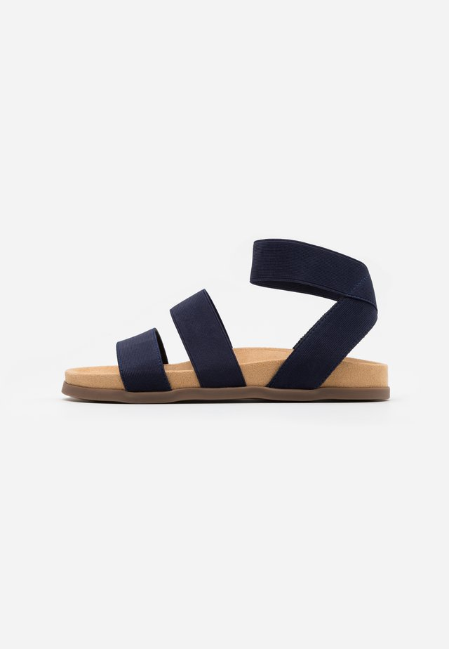 WIDE FIT HILLY - Sandalias - navy