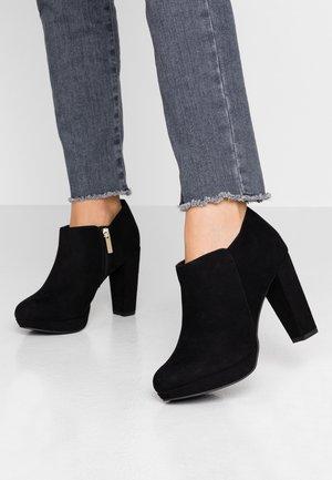 WIDE FIT QUIRKY - Kotníková obuv na vysokém podpatku - black