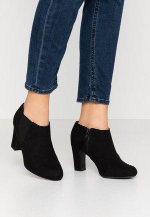 WIDE FIT RINGO  - Kotníková obuv - black
