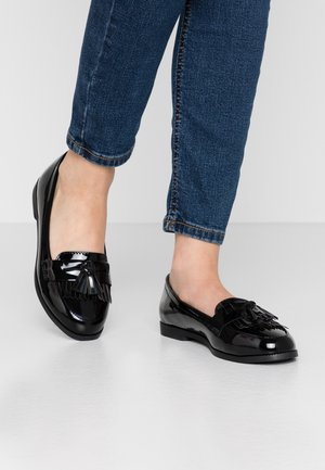 WIDE FIT KAIRY - Mocasines - black