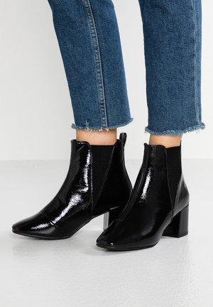 WIDE FIT AMIGO - Kotníkové boty - black
