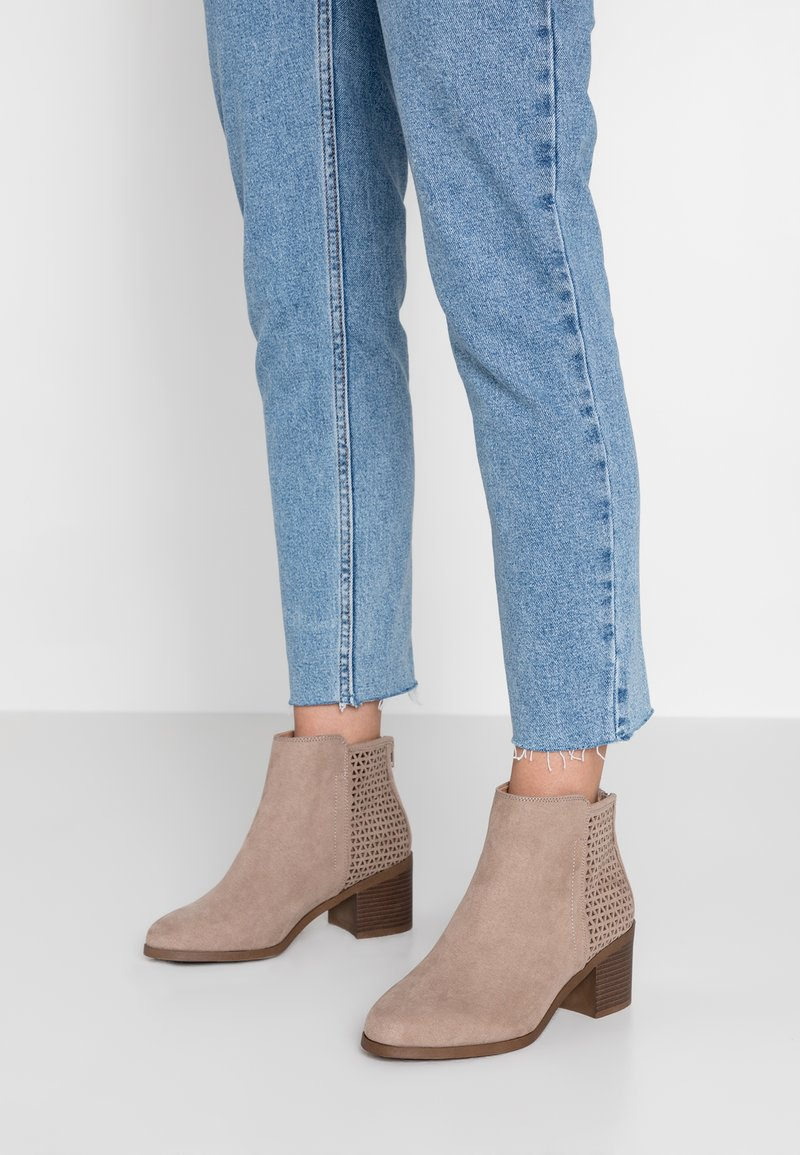 New Look Wide Fit - WIDE FIT ADDER - Ankle boots - camel