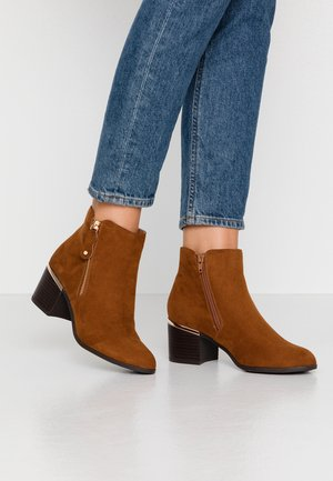 WIDE FIT CLARET - Ankle Boot - tan