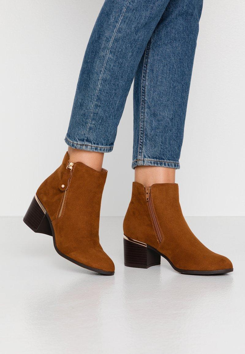 New Look Wide Fit - WIDE FIT CLARET - Korte laarzen - tan