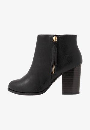 DASSEL - Højhælede støvletter - black