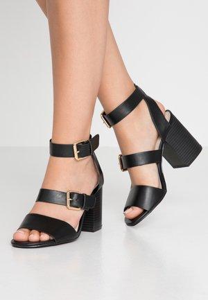 BUCKLE UP BLOCK - Sandaler med høye hæler - black