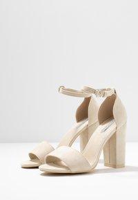 Nly by Nelly - BLOCK  - Sandaler med høye hæler - beige - 4