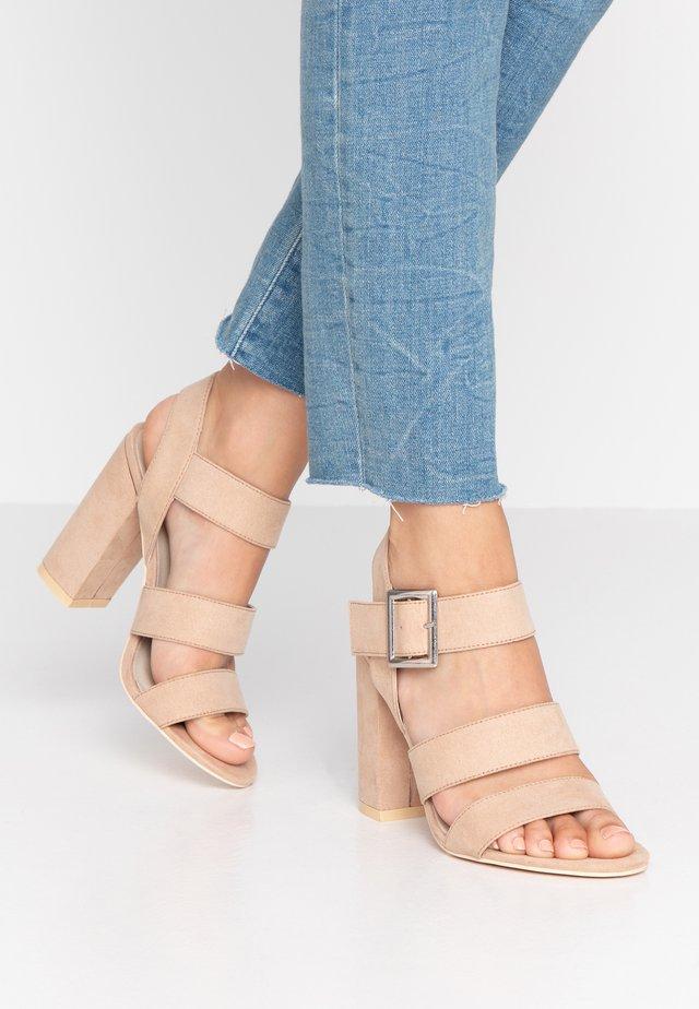 PERFECT DAY - Sandalen met hoge hak - nougat