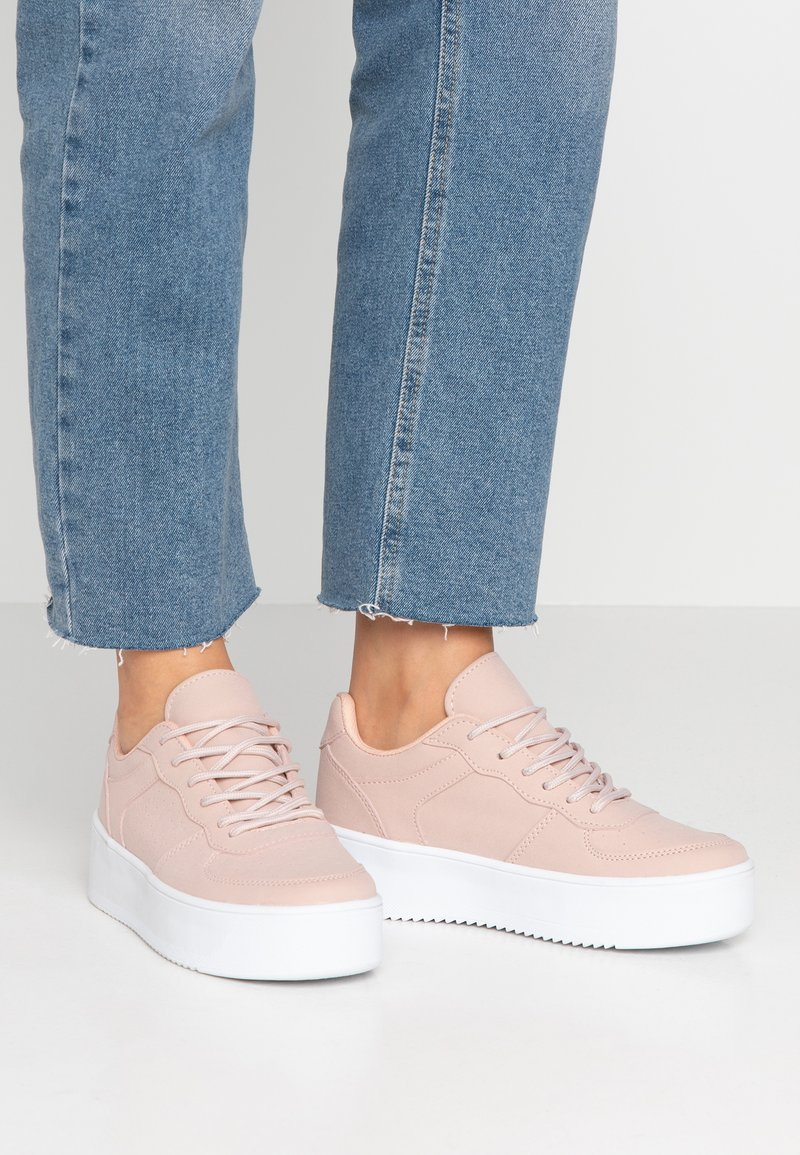Nly by Nelly - FLIRTY PLATFORM - Sneakers basse - dusty pink