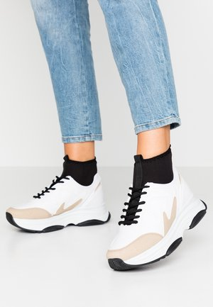 BRILLIANT - Höga sneakers - white/beige
