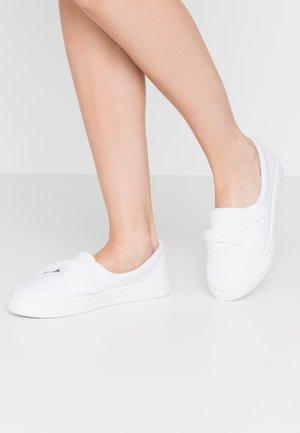 TWIST  - Nazouvací boty - white
