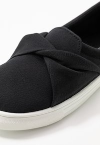 Nly by Nelly - TWIST  - Slippers - black - 2