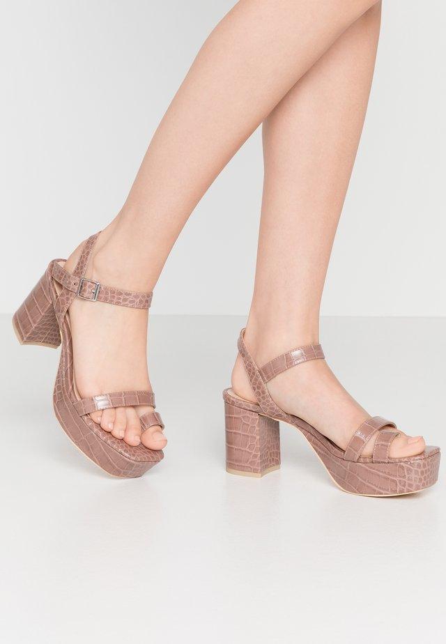 SQUARED TOE PLATFORM HEEL - T-bar sandals - beige