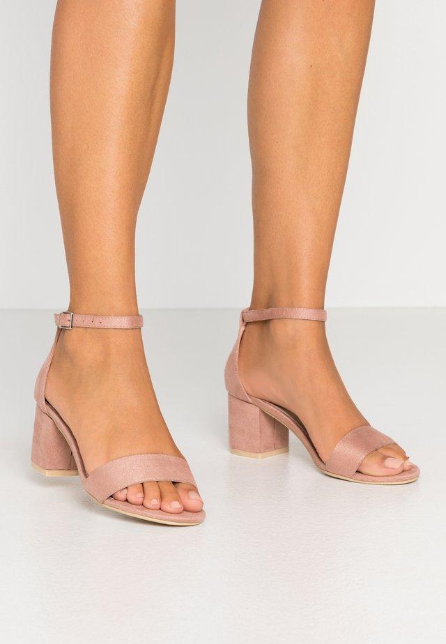 LOW BLOCK  - Sandali con tacco - light pink