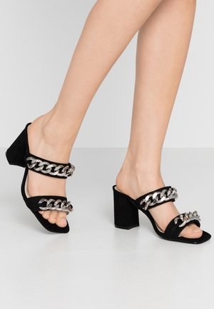 CHUNKY CHAIN - Pantolette hoch - black