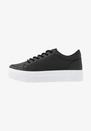 PERFECT PLATFORM - Sneakers basse - black