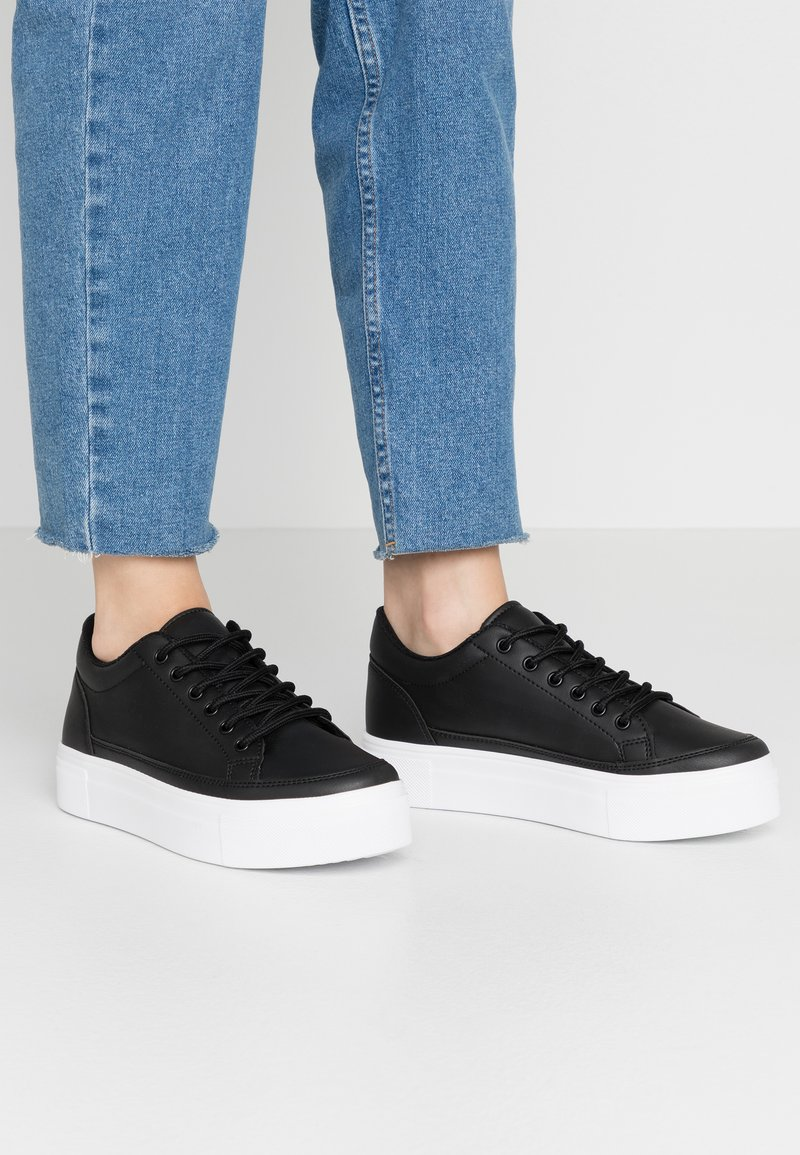 Nly by Nelly - PERFECT PLATFORM - Joggesko - black