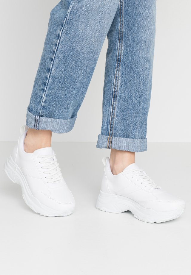 FLASH  - Matalavartiset tennarit - white