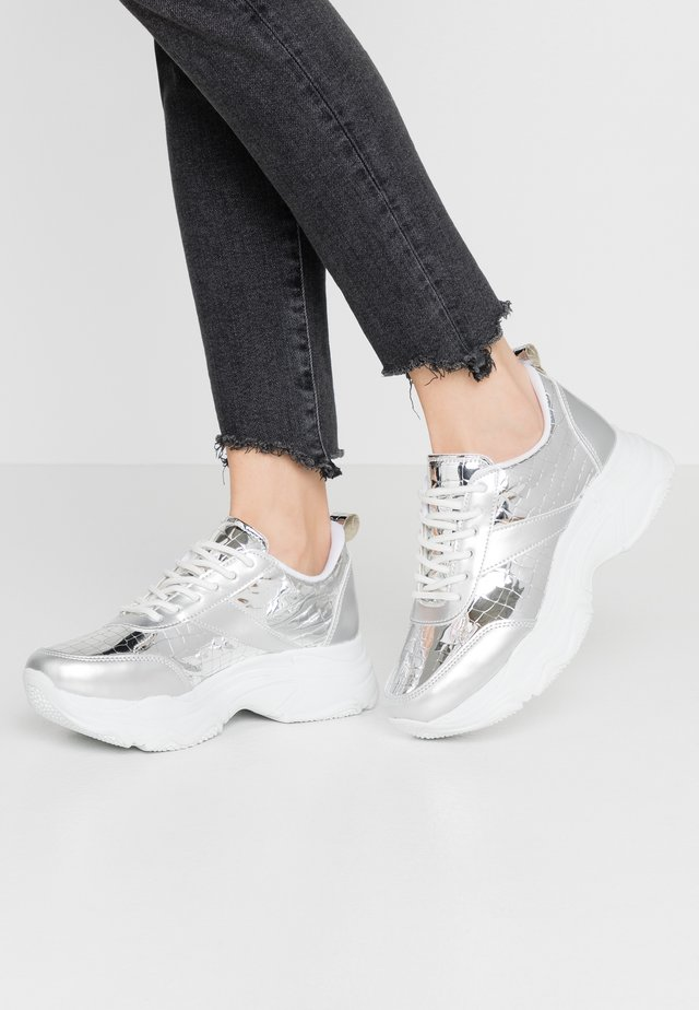 FLASH  - Joggesko - silver