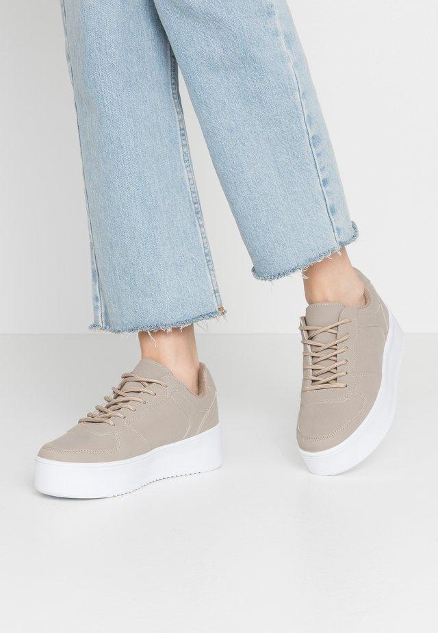 FLIRTY PLATFORM - Sneakers - beige