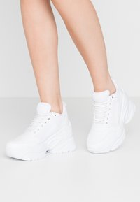 Nly by Nelly - FLY CHUNKY  - Sneakersy niskie - white - 0