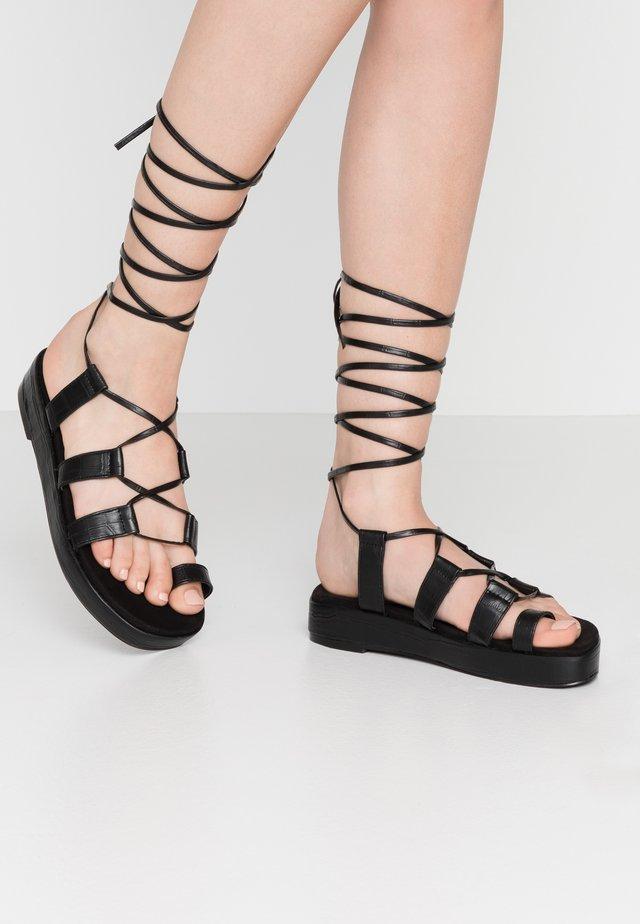 PERFECT TOE LOOP  - Korkeakorkoiset sandaalit - black