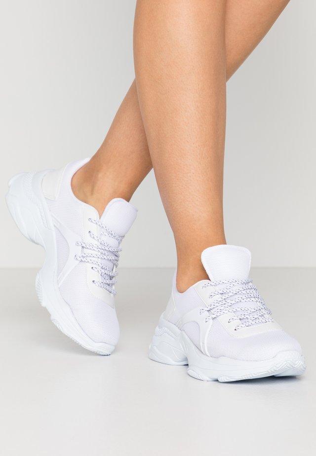 SLEAK RUNNER - Trainers - white