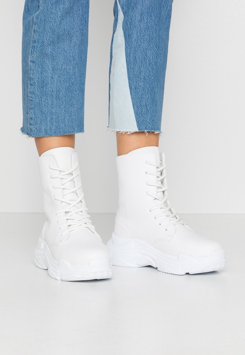 Nly by Nelly - HIGH SHAFT BOOT - Botines con cordones - white