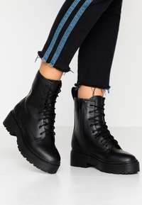 Nly by Nelly - PERFECT LACE BOOT - Platform ankle boots - black - 0